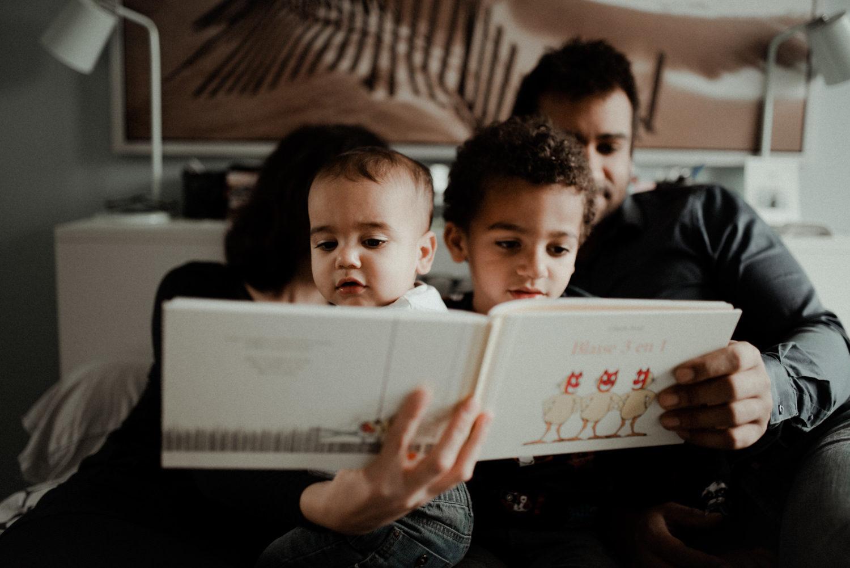 Reportage photo famille en pleine lecture seine et marne