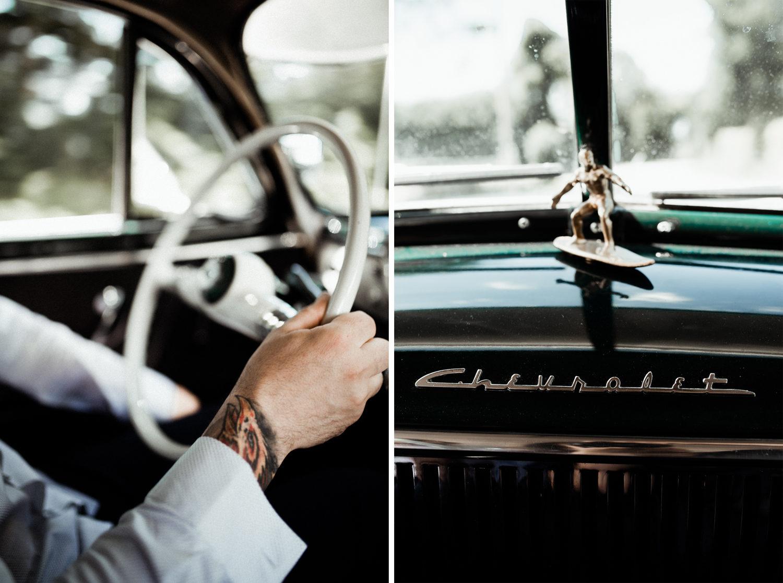 Reportage mariage mariés en voiture, photographe mariage Bretagne