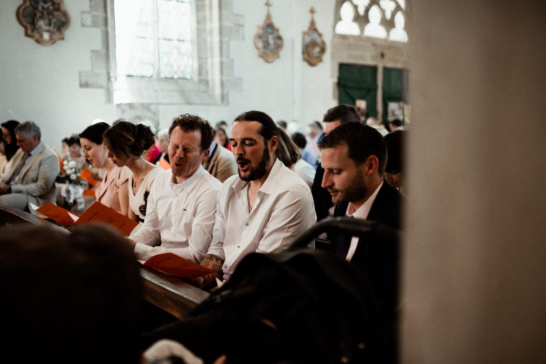 Reportage de mariage cérémonie religieuse église en Bretagne