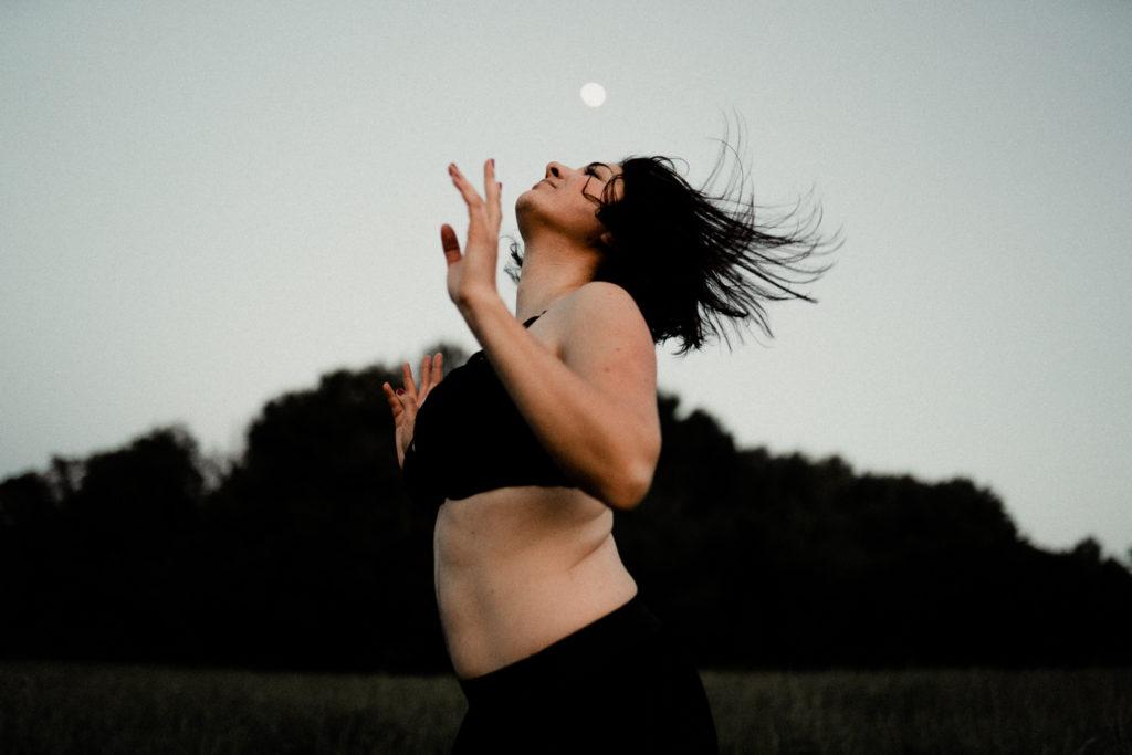 Portrait de femme danse lunaire, Hélène Halgand Photographe